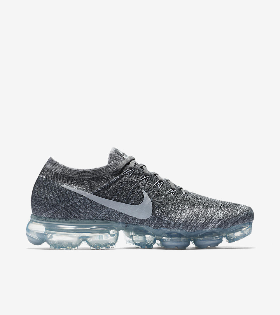 The Nike Air VaporMax College Navy Drops On June Villa Tottebo