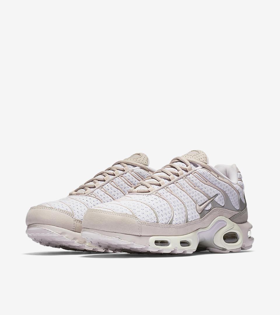 599b8c33c3 ... Nike Air Max Plus Pearl Pink.
