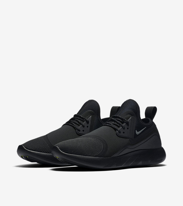 nike lunarcharge essential 39 triple black 39 nike snkrs. Black Bedroom Furniture Sets. Home Design Ideas