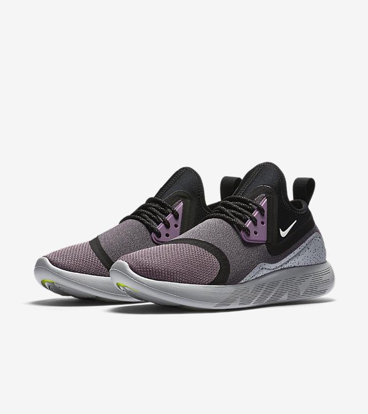 Women S Nike Lunarcharge Essential Violet Dust Nike Snkrs