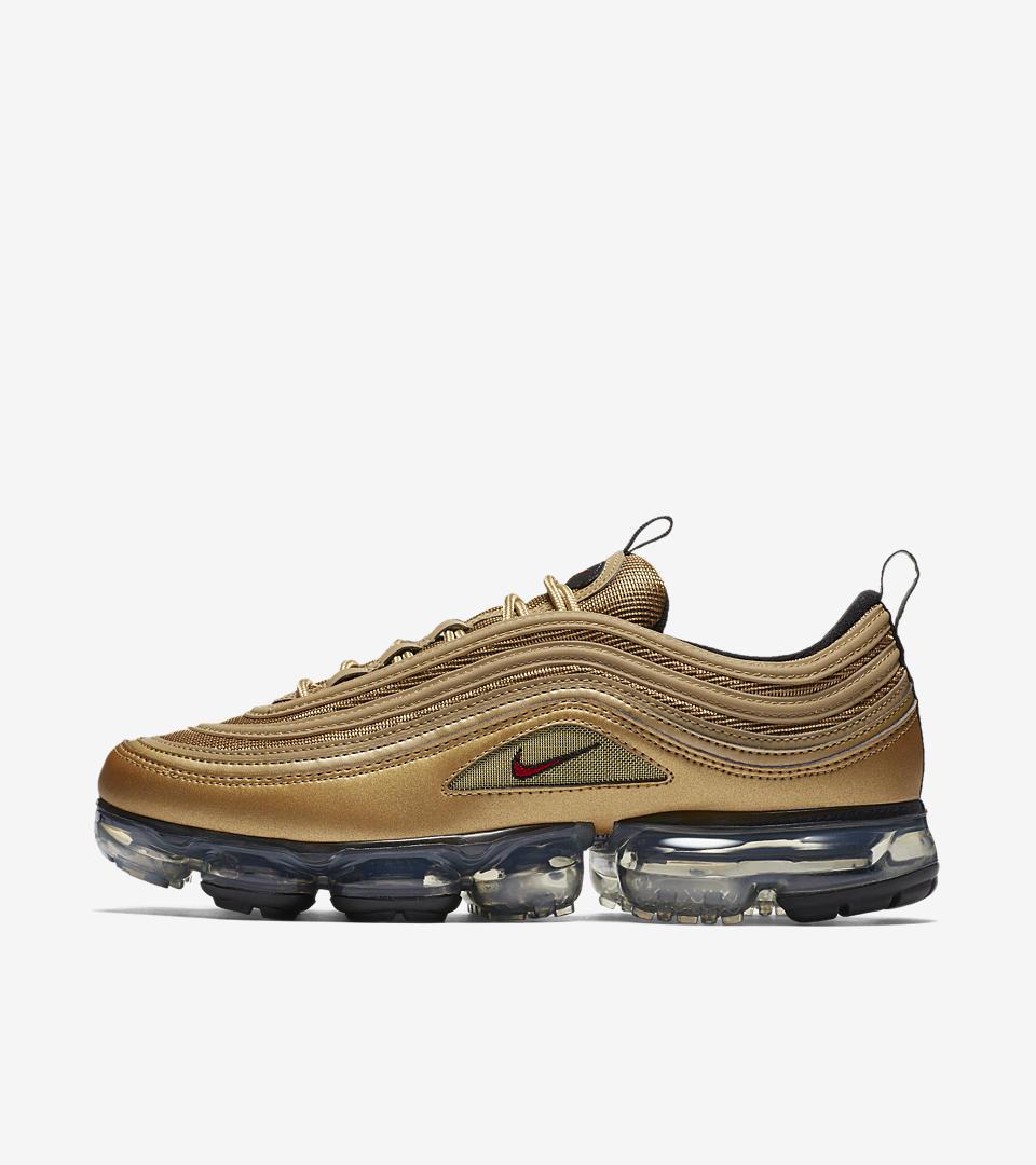 15336a117bb77 nike air vapormax flyknit 2018 black gold 849558 006 trainers mens running  shoe size 7 12  air vapormax 97